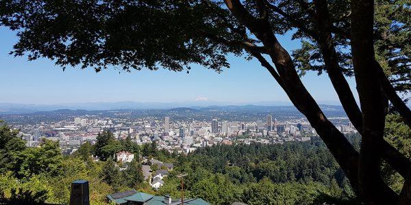 Portland, Oregon – im Hintergrund die Spitze vom Mt Hood